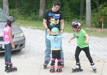 dad skating with kids | coyotehill.org