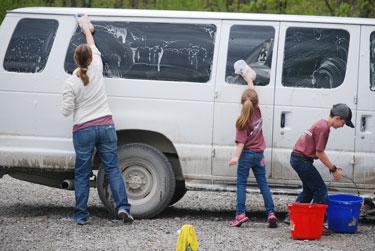 volunteers wash vehicles | coyotehill.org